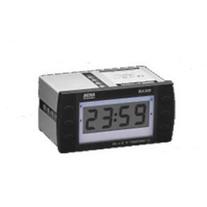 Baterií napájené hodiny